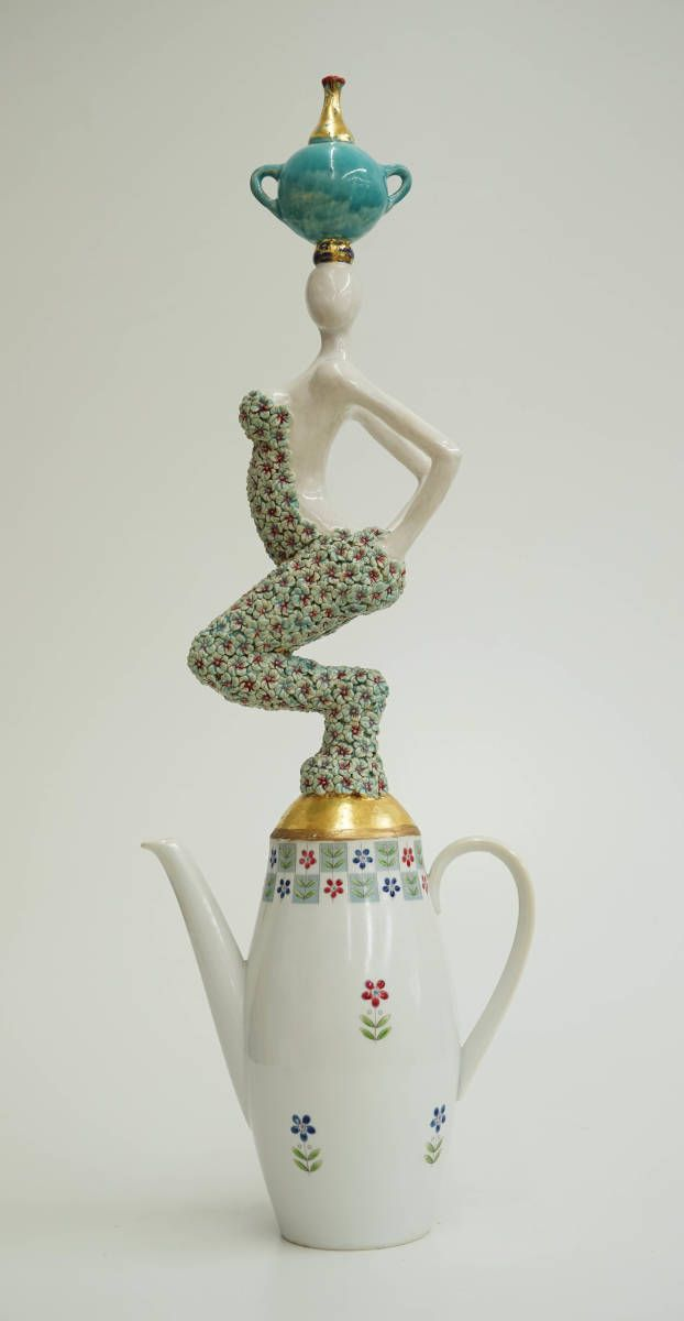 Karin van de Walle - Recycle Girl - Keramik/Porzelan/Blattgold