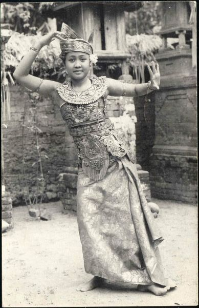 indonesia, BALI, Beautiful Young Dancing Girl, Jewelry (1950s)
