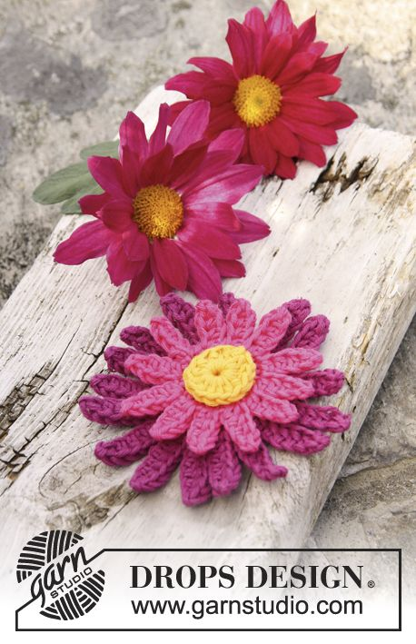 "Crochet DROPS dahlia flower in ""Safran"". ~ DROPS Design. ☀CQ #crochet #crochetflowers"