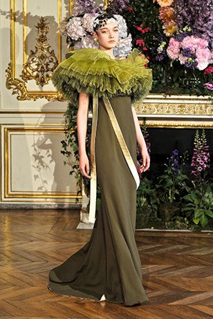 Alexis Mabille Haute Couture Fall-Winter 2013-2014, look 19.  THE GREEN COLLAR IS INSPIRED BY BAROQUE.