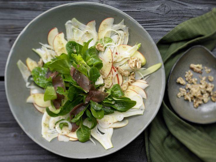 Apfel-Fenchel-Salat - mit Walnüssen, Rehschinken und Nussöl - smarter - Kalorien: 428 Kcal - Zeit: 35 Min. | eatsmarter.de
