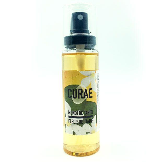 L'huile de monoï de Tahiti à la fleur de Tiaré. Produit emblématique de l'été, l'huile de monoï a une odeur de vacances et de nombreux bienfaits pour la peau et les cheveux. L'huile de monoï n'est pas une protection solaire mais elle prépare la peau au soleil et permet de sublimer et prolonger le bronzage après les vacances. Hydratante et adoucissante, l'huile de monoï nourrit les cheveux et son parfum de fleur de Tiaré vous fera voyager dans les îles au cours de vos massages relaxants