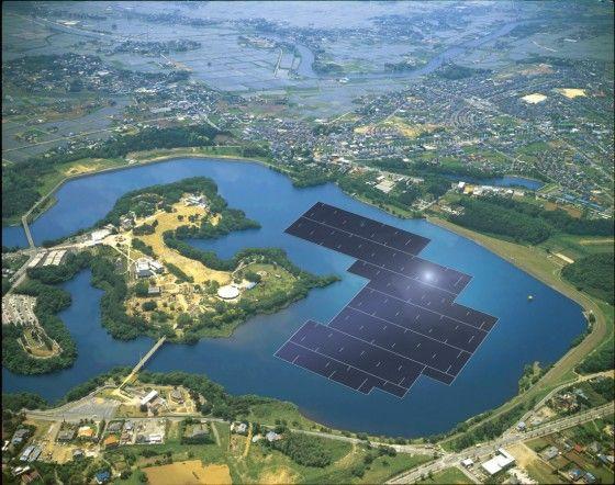》Im japanischen Yamakura-Stausee baut die Firma Kyocera seit Anfang diesen Jahres am größten schwimmenden Solarpark der Welt. 51 000 Solarmodule sollen ab 2018 rund 14 Megawatt Strom liefern, das reicht für etwa 5000 Haushalte. Nach dem Reaktorunglück von Fukushima 2011 hat Japan alle Atomreaktoren abgeschaltet. Der Preis dafür ist hoch: 2014 kaufte das Land 90 Prozent der benötigten Energie in Form von Öl und Gas im Ausland ein.《