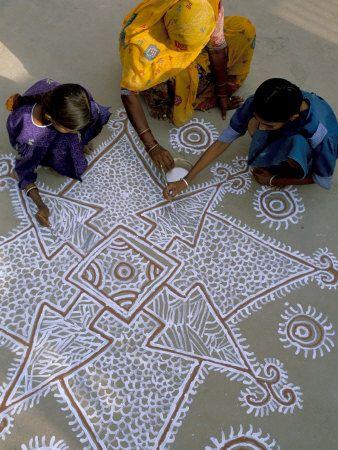 PATRONES- Hindu Poornima - Kolams/RangoliKolam or Rangolis are an integral party of Indian culture. In Tamil nadu its called 'Kolam', in Kerala its called 'Poovidai or 'Pookalam'