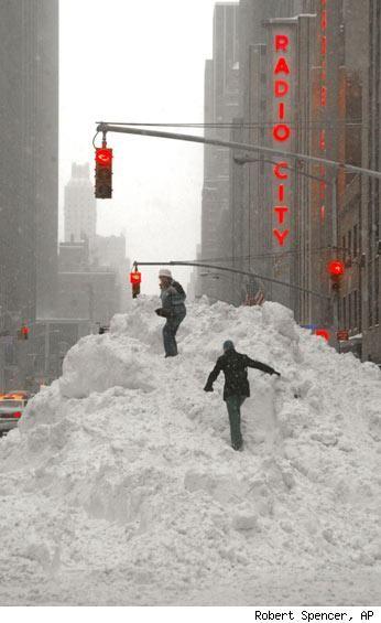 Op een dag valt er zó'n berg sneeuw en ..........