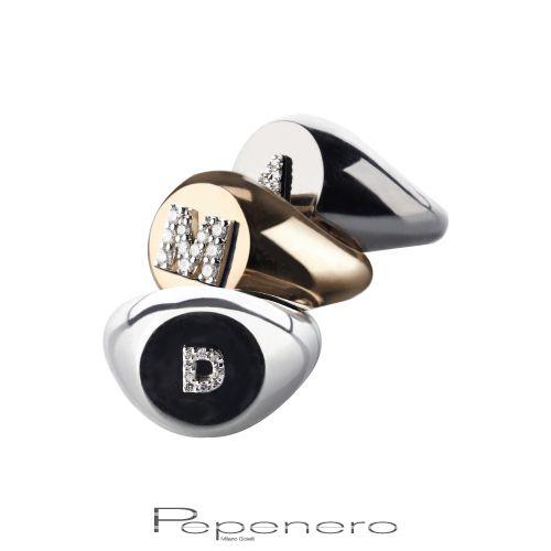 La parola più speciale pronunciata dalle sue labbra, il tuo nome.  Acquista gli anelli chevalier della collezione Letterine a partire da € 240 : http://tinyurl.com/o27s22r