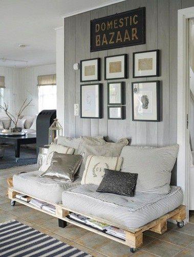 meble z palet,aranżacje z paletami,meble z recyklingu,pomysły z paletami,jak urządzić wnętrze z paletami,siedziska z palet,sofa z palet,aranżacja w szarym kolorze,ozdobne szare poduszki