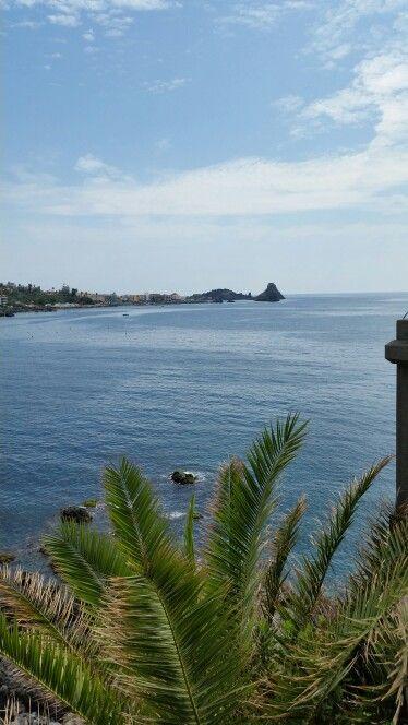 Panoramica sullo sfondo Aci Trezza Sicily