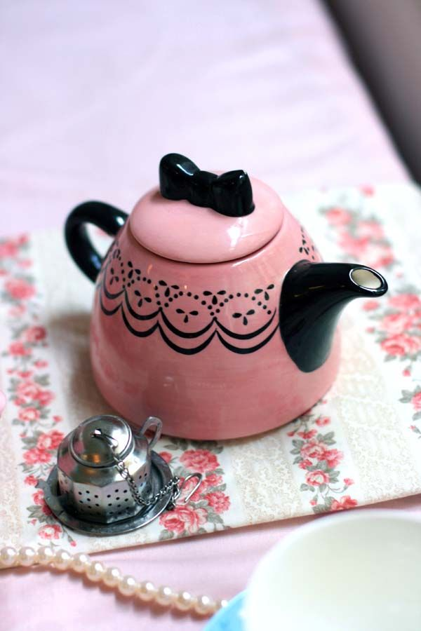 exquisite pink and black teapot