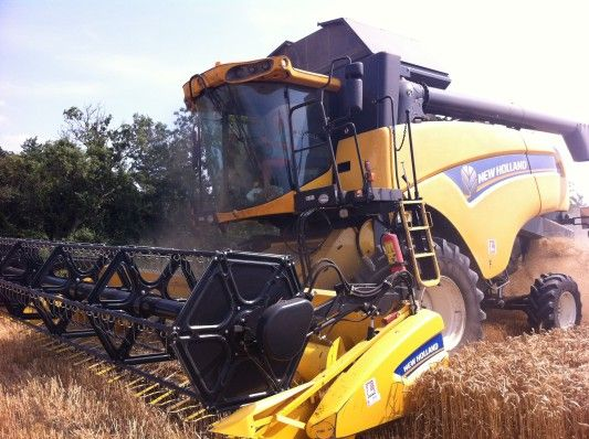 Today a very impressive machinery: New Holland #combine model CX 6090! For more models of #combine harvesters, visit http://www.agriaffaires.co.uk/used/1/combine-harvester.html