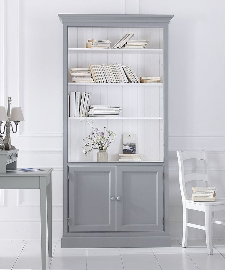 Elegant bookcase range with flexibility to design your own storage solution. Classic panelled bookcases, choose between doors, drawers or fully shelved. Cabinet-built construction. Painted to order