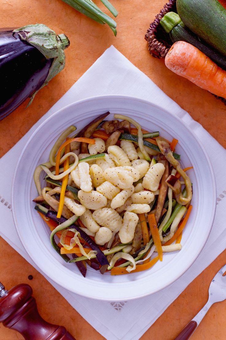 #Gnocchi morbidi e #verdura croccante. Colorati e buonissimi: sono i nostri gnocchi alla mediterranea. ( Mediterranean gnocchi) #Giallozafferano #recipe #ricetta #veggie #vegetarian