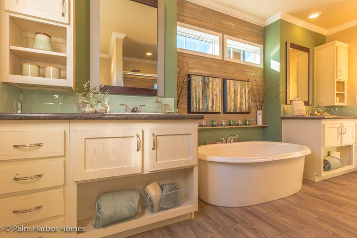 Grand Bath with stand alone tub in the Urban Homestead FT32563C manufactured home floor plan, 3 Bedrooms, 2 Baths, 1,736 Sq. Ft. This Palm Harbor Home is available only in Louisiana, Mississippi, New Mexico, Oklahoma and Texas. Exterior Dimensions: 56'x31'