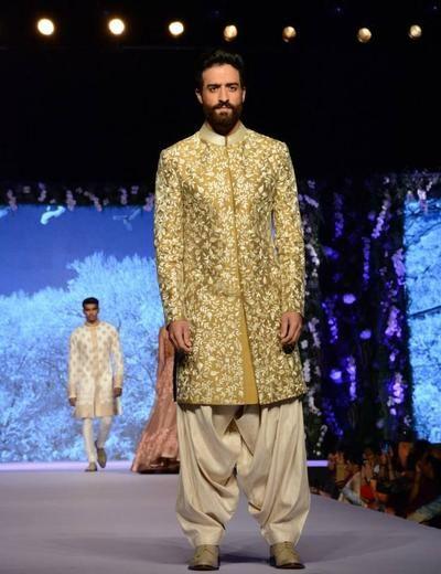 Manish Malhotra Info & Review | Bridal Wear in Delhi NCR,Mumbai | Wedmegood