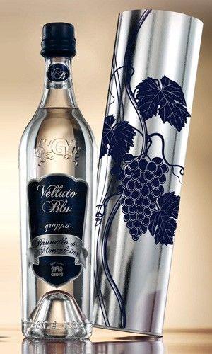 """$59,00 VELLUTO BLU - grappa da monovitigno di Brunello di Montalcino in bott. trasparente pesante personalizzata; singolarmente incartata ed astucciata in tubo argentato floccato.  Dalle uve di uno dei più nobili vini italiani il """"Brunello di Montalcino"""" è nata """"Velluto Blu"""".  La distillazione è avvenuta in piccole caldaiette in rame a bagnomaria con metodo discontinuo. La produzione è limitata (solo n. 3.300 bott.)."""