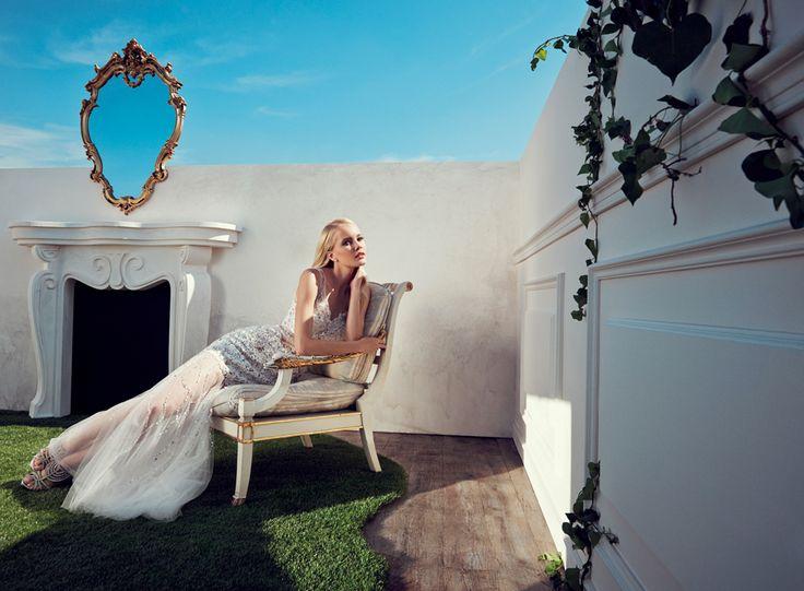 2015 Spring / Summer Collection  Macramè, ricamo in tinta e trasparenze per un elegantissimo abito in tulle. Al piede, sandali gioiello argento con plateaux.  #moda #abbigliamento #primavera #estate #abito #abitodasera #abitolungo #tulle #abitodacerimonia #abitosirena #specchio  #fashion #coture #fashionvictim #style #fashionwoman #look #outfit #dress #partydress #wedding #weddingoutfit #weddingdress #elegance  Abito sirena bianco perla.