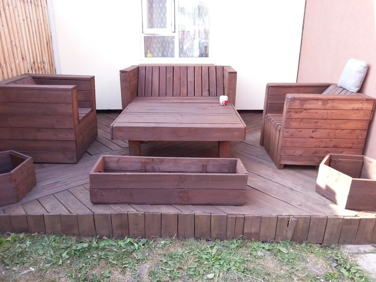 That's pretty smart looking garden furniture and decking, looks like it's made from pallets.