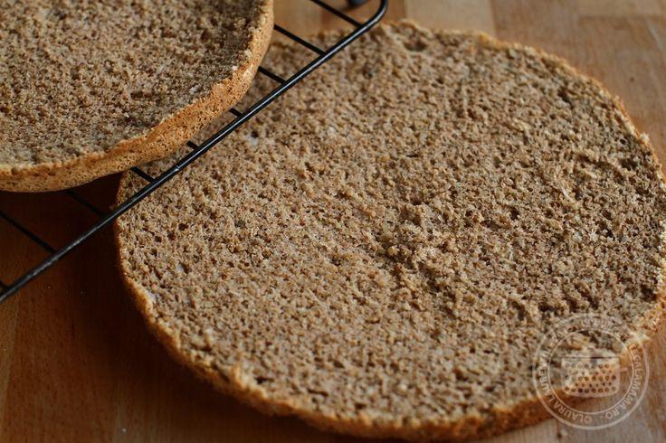 Cum se face un blat de tort cu nuca, fara faina, implicit fara gluten Reteta de blat de tort cu nuca m-am gandit eu ca va prinde bine multora, pentru...