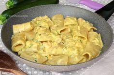 I Paccheri Cremosi allo Zafferano con Zucchine e Gamberetti sono un primo molto saporito, facile e veloce da preparare che dovete provare, sono cremosissimi