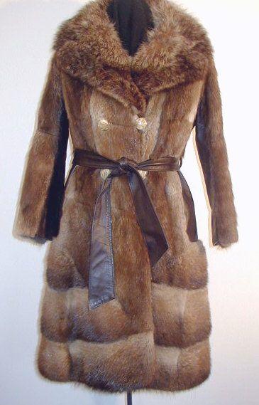 Manteau d'époque en rat musqué. Vintage muskrat fur coat.