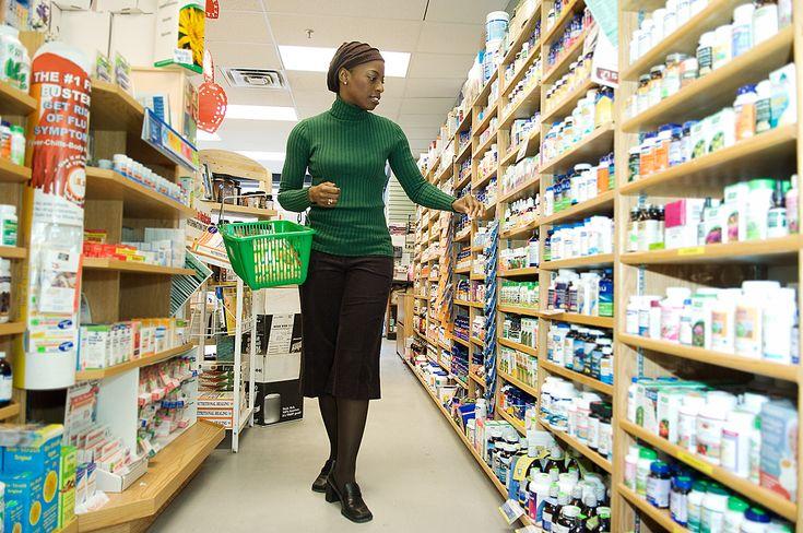 El CONSUMO se define como la acción de gastar bienes o servicios para satisfacer necesidades primarias y secundarias.