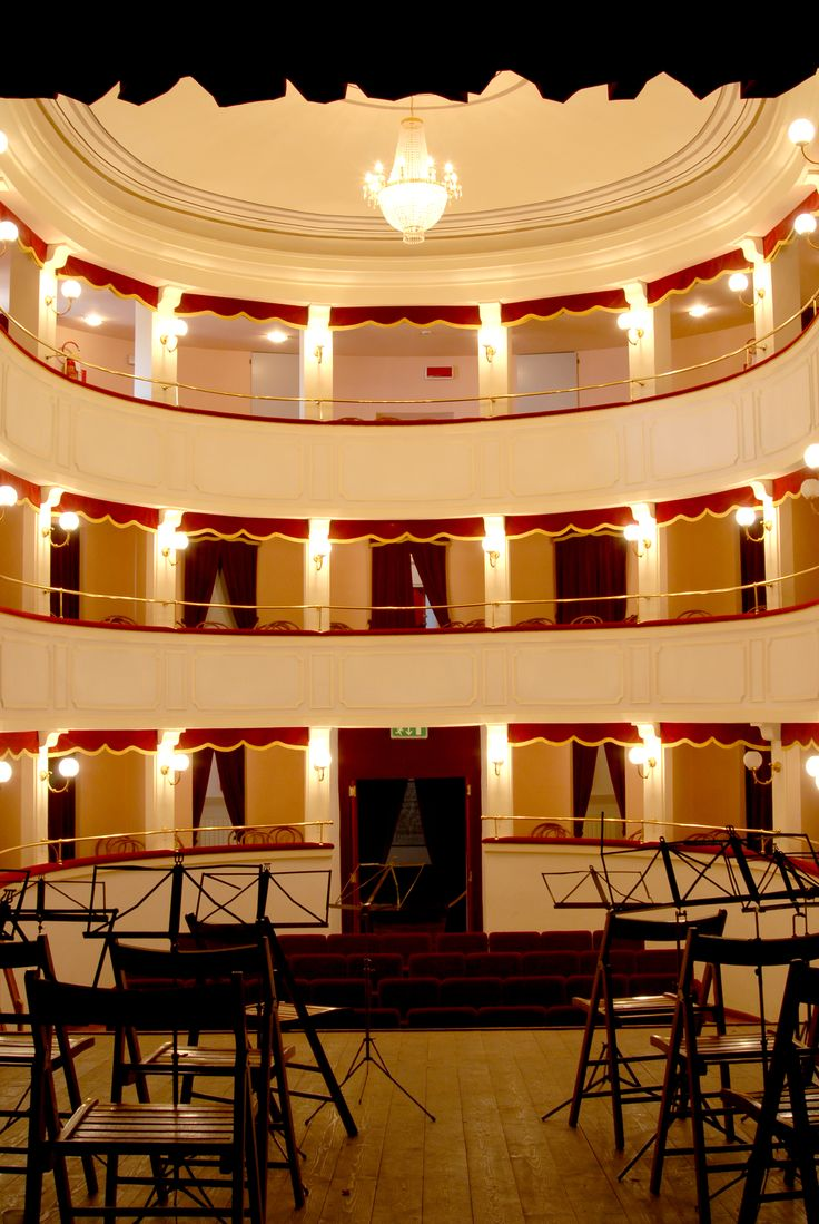 Teatro comunale del Leone, entrata del teatro. #marcafermana #santavittoriainmatenano #fermo #marche