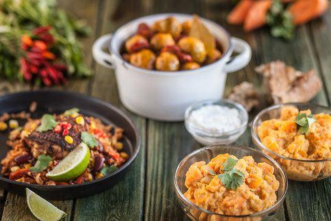 Jídlo z jednoho hrnce: Mrkvové kari s červenou čočkou, Pikantní kapustičky na paprice a Mexické kuře s rýží.