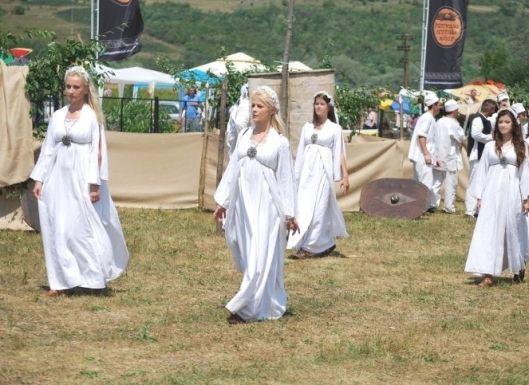 dacian women girls dresses romanians ancient dacia people dacii