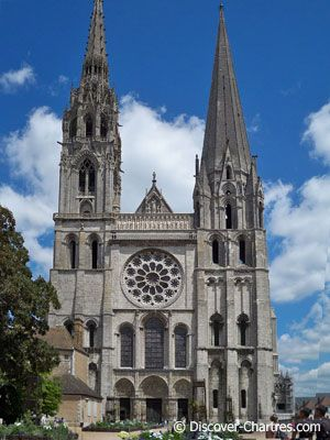 3) Chartres cathedral Two authors believe the Golden Section (or at least  its approximation