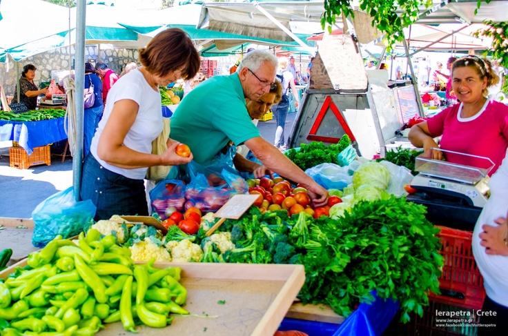 Peppers, cauliflower, tomatoes and other fresh vegetables.Πιπεριές ,  κουνουπίδια, ντομάτες και άλλα φρέσκα λαχανικά. (CC-BY-SA 3.0)