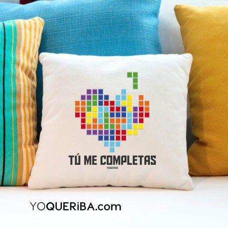 Has resuelto el Tetris de tu vida ,porque has encontrado, en el o ella esa ficha que te completa. Puedes personalizar este precioso cojin con el nombre de esa persona para que el regalo sea único. Dsiponible en dos modelos, multicolor o tonos rojos