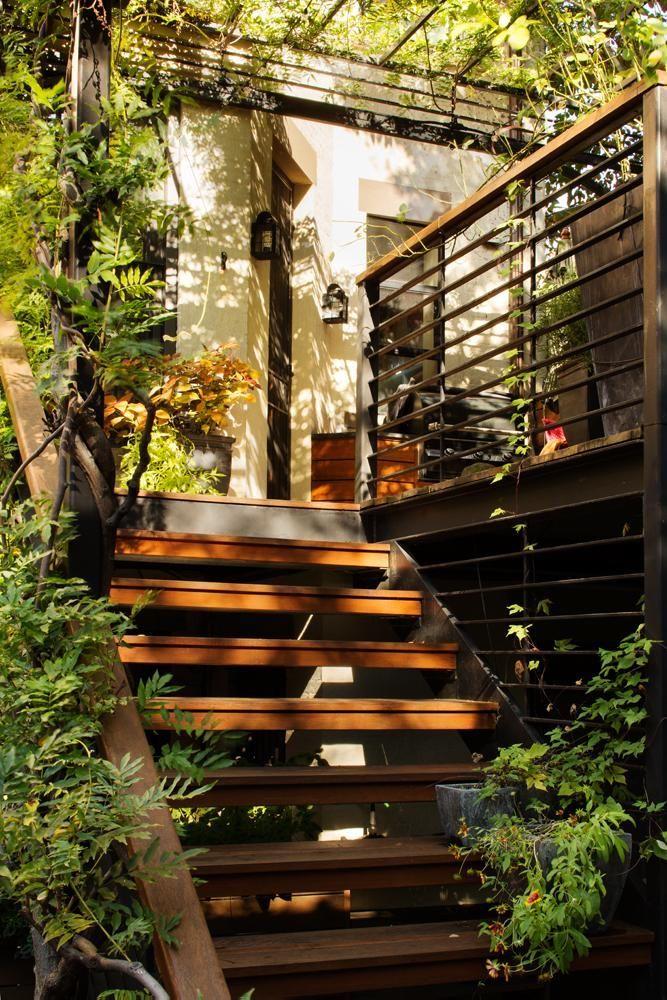 Outdoor Stairs In Park Slope Garden By Kim Hoyt Architect Gardenista Escalier Exterieur Maison Avec Patio Terrasse Jardin