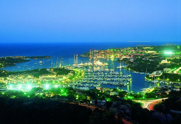 Porto Cervo (Sardegna, Italia) by night. Romanticissimo!