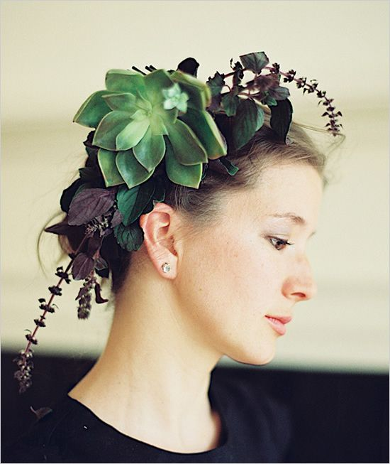 A dramatic wedding look: succulent crown.