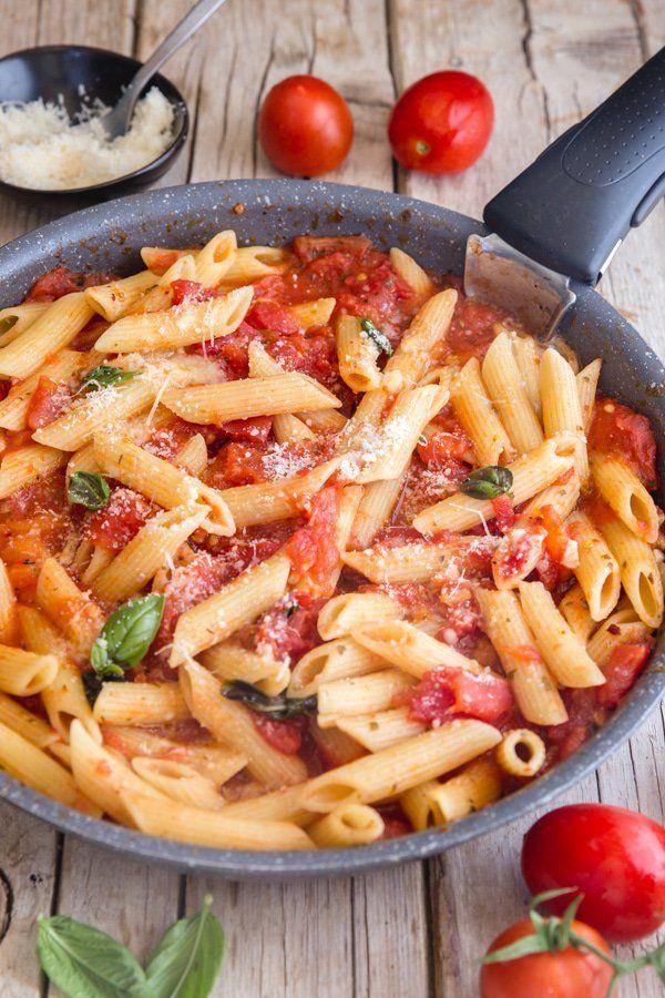Homemade Fresh Tomato Sauce The Best Sauce With Few Ingredients Fresh Tomato Sauce Fresh Tomatoes Pasta Dishes