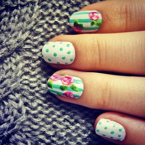 #nailpolish #nails #nailart #roses #dots #stripes #knitted #sweater #white #blue #pink #grey #fun #addicted #girl #madebyme #DIY #girly #fhsliv