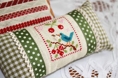 SewI Much 2 Luv: cross stitch  just beautiful!  Like the finishing.