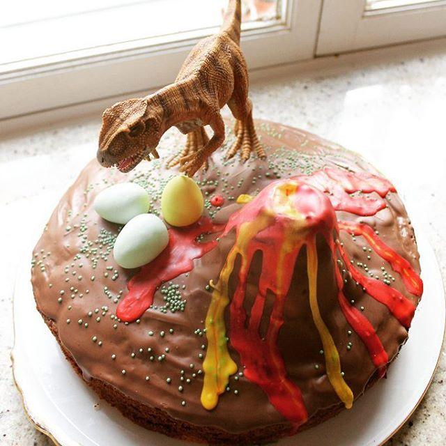 Wir feiern gleich Dino-Geburtstag mit 11 wilden Kindern. Was ist eigentlich aus der guten, alten Regel geworden, dass man so viele Kinder einladen darf, wie man alt wird? Im nächsten Jahr feiern wir vielleicht mal auswärts. Da gibt es in Hamburg ja so viele tolle Angebote! #kindergeburtstag #weheesregnet # #stadtschwalben