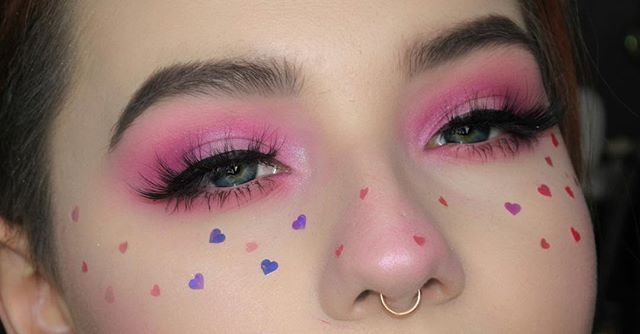 Another look at this one PS; I filmed this itll be up later on my channel! @anastasiabeverlyhills @norvina Ebony Dipbrow & Aurora glowkit @sugarpill Dollipop shadow @certifeye Tropical Wonders palette & Cosmo lashes @katvondbeauty Tattoo liner @jazzy_glitter hearts _______________________________________________________________ #certifeye #sugarpill #wakeupandmakeup #featuremuas #makeupslayageworldwide #slave2beauty #vegas_nay #mua #makeupupgoals #fakeupfix #hypnaughtymakeup #makeupfanatic1…