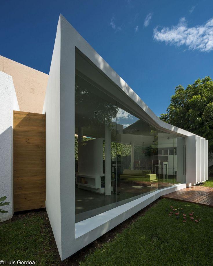 Концептуальная пристройка к дому в стиле конструктивизма