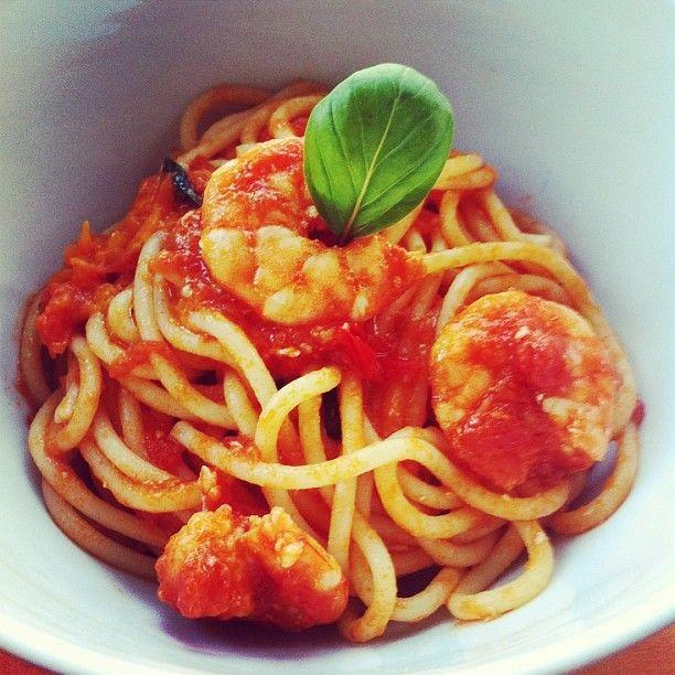 Spaghetti con gamberi e pomodori -  #spaghetti #food #recipe #instafood #instagnam #italianfood #pasta #foodie #foodporn #lunch #dinner #primipiatti - http://antipastiveloci.it/spaghetti-con-i-gamberi-e-profumo-di-casa