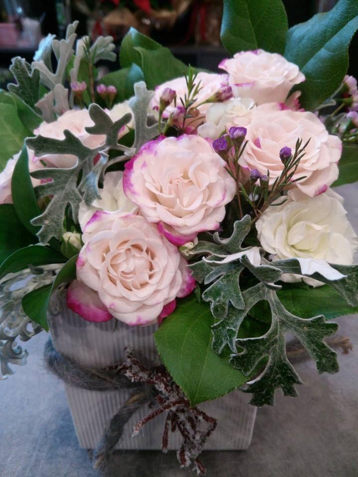 Roselline rosa per una delicata sorpresa floreale! #fiori #rose #romanticismo #sorpresa #flowers #mazzodifiori #floreale #fiorito