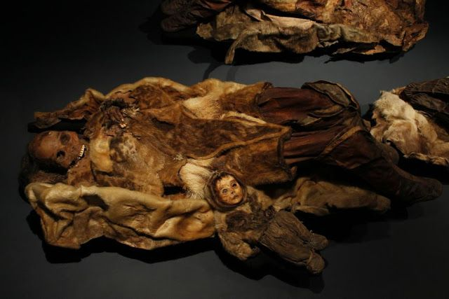 The Archaeology News Network: Arctic tomb preserves oldest known Inuit dress