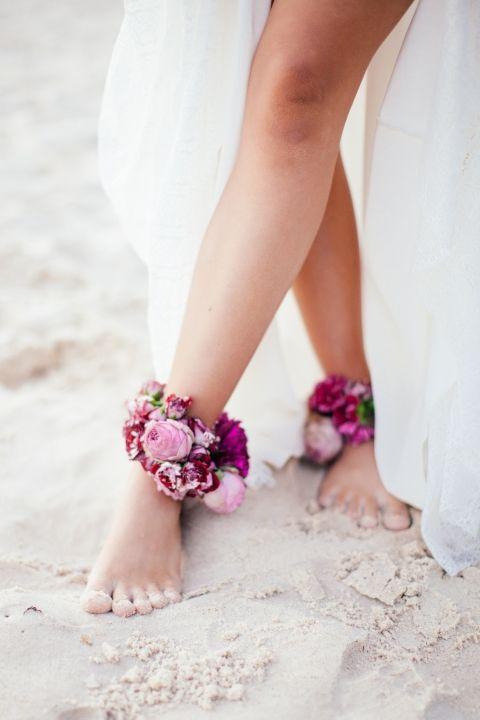 #свадьбанапляже - туфли лучше оставить в отеле :) и наслаждаться песком босиком! фото:Brooke Adams Photography (instagram: the_lane)