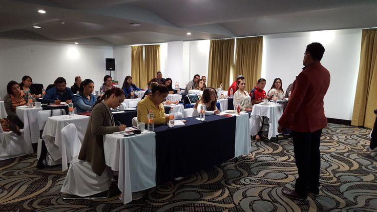 Sesionando en Queretaro curso de Organización de Eventos Sociales!!! Hoy terminamos!!