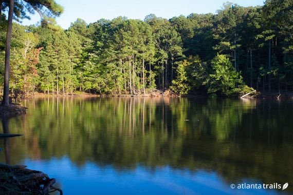 The 3.8 mile Iron Hill Loop at Georgia's Red Top Mountain State Park explores a picturesque peninsula and cove along Allatoona Lake near Atlanta. #hiking #georgia #atlanta