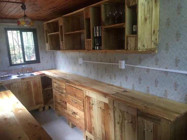 M s de 1000 ideas sobre muebles hechos con tarimas en - Alicatar cocina detras muebles ...