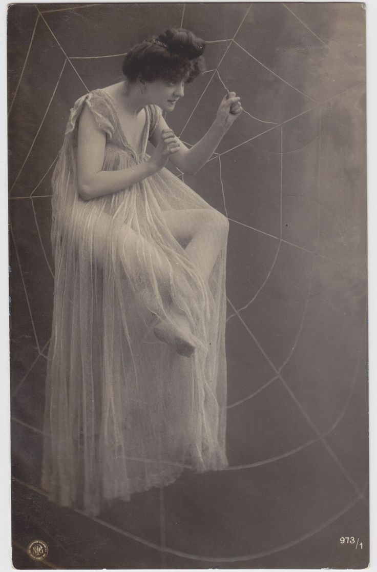 Neue-Photographische-Gesellschaft-NPG-Berliini-1910/ Surrealismia ja silmänlumetta 1900-luvun alun valokuvakorteissa   Suomen valokuvataiteenmuseo.