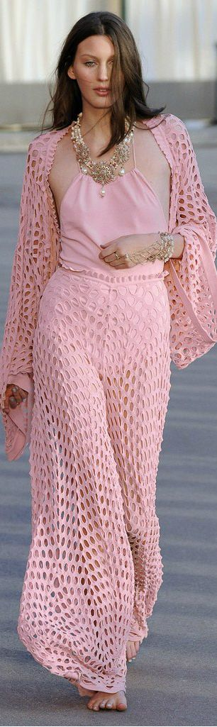 C H A N E L 021415 Not normally a pink person, but love this style...and can't go wrong with Chanel