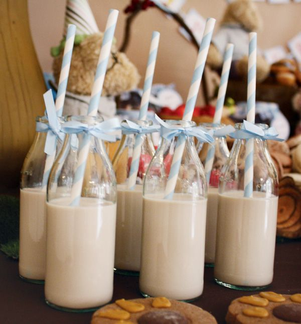 bear-birthday-party-milk-straws